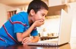 Cum îi ajutăm pe copii să folosească fără riscuri internetul?