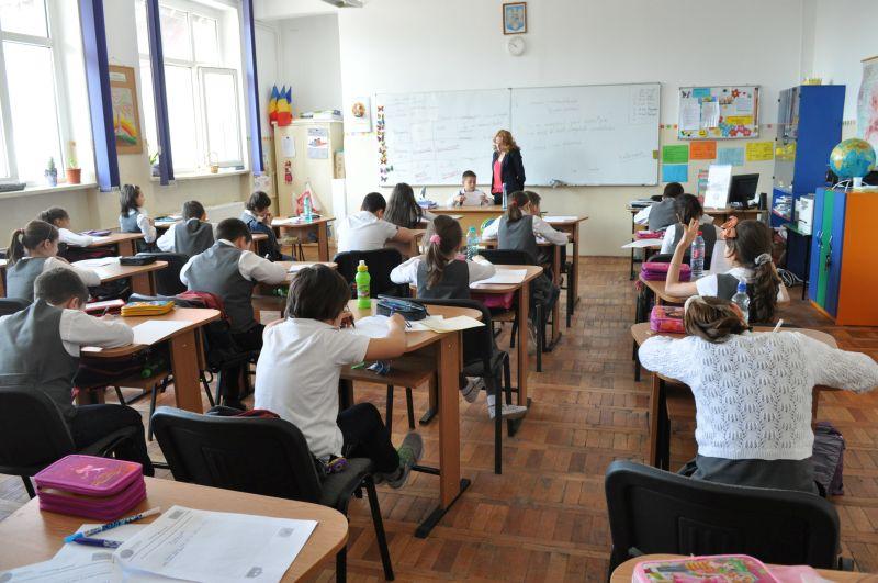Voluntar pentru educaţie