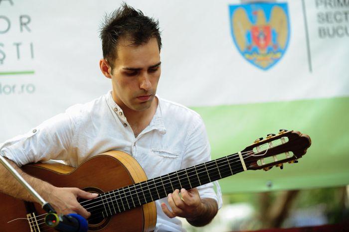 """Concurs de muzică folk – """"Scoate chitara în g…"""